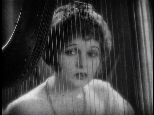 Corinne_Griffith_the_divine_lady_harp